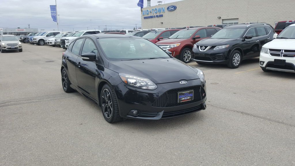Pre-Owned 2014 Ford Focus 5dr HB ST