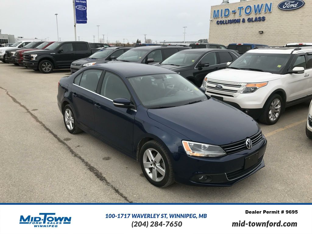 Pre-Owned 2012 Volkswagen Jetta Sedan 4dr Auto SE
